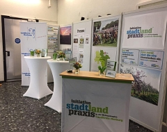"Messestand Initiative ""stadtlandpraxis"""